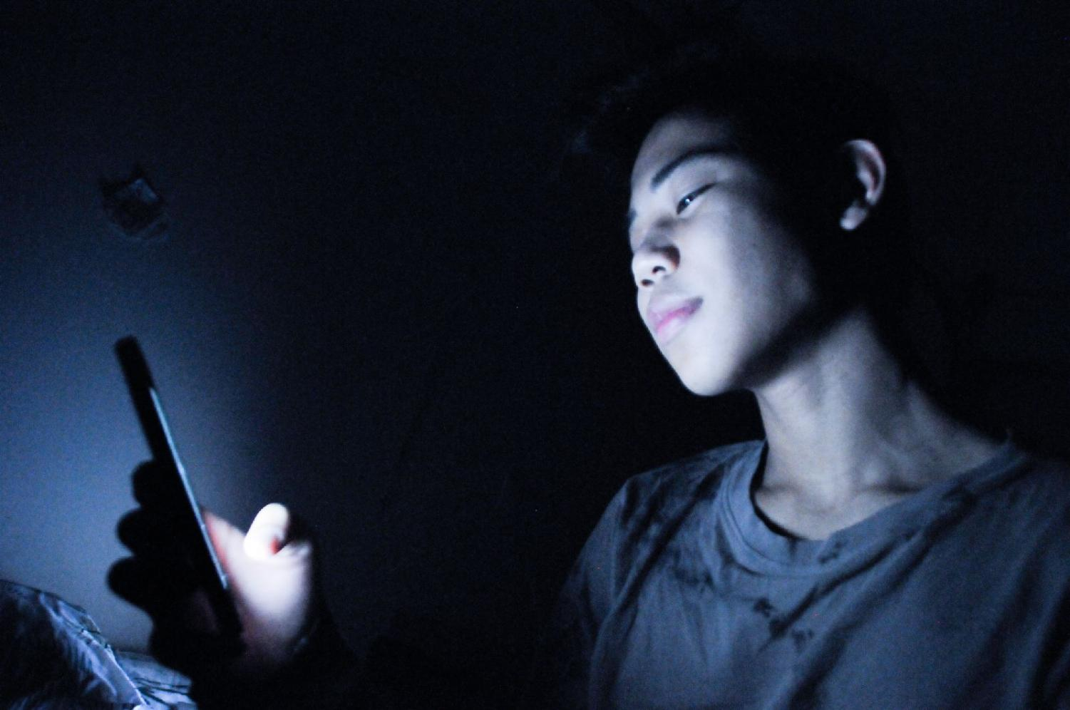 Many teenagers are being addicted to their phones because of being exposed to a phone at an early age. Due to phone addiction many kids aren't very socialized in outdoor activities. Apple has announced  that they will be partnering with experts to stop smartphone addiction for children.