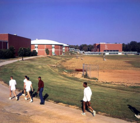 Oak Ridge High School Physical Education Class running their weekly mile for physical education. Photo Courtesy of Flickr.com (Public Domain Photo)