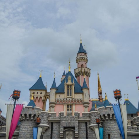 BREAKING NEWS: Disneyland temporarily shuts down in response to new policy from Govenor Newsom