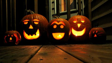 Jack-O-Lanterns sitting on front porch of a house. (Photo Courtesy: Pexels.com)